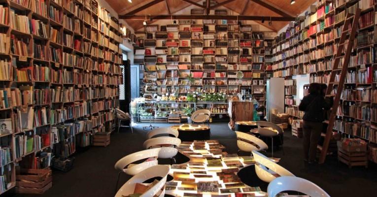 An elf Orten in Óbidos werden bereits Bücher verkauft, wie hier im Mercado Biólogico. Bald eröffnet noch eine Bücher-Wein-Bar. © Miriam Eckert