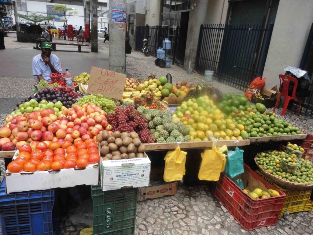 Bunte Obst- und Gemüsestände. ©Miriam Eckert