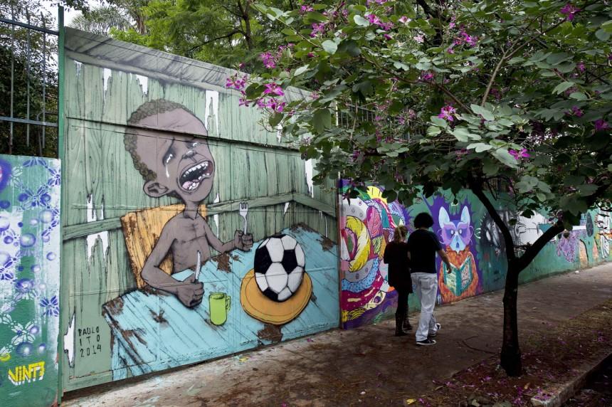 Die WM in Brasilien gibt Anlass zur Diskussion über die Kosten des FIFA-Projekts, die sozialen Probleme im größten Land Lateinamerikas. Diese Diskussionen gehören aber nicht zusammen, meint Giley. ©Screenshot sueddeutsche.de