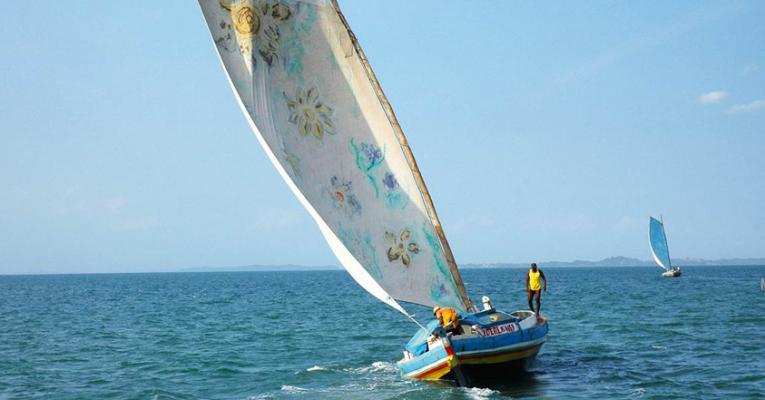 Wassermusik in Berlin an der Spree. Im Bild Segelboote in Bahía, Brasilien. © www.hkw.de