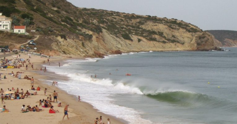 Strand Salema an der Algarve in Portugal